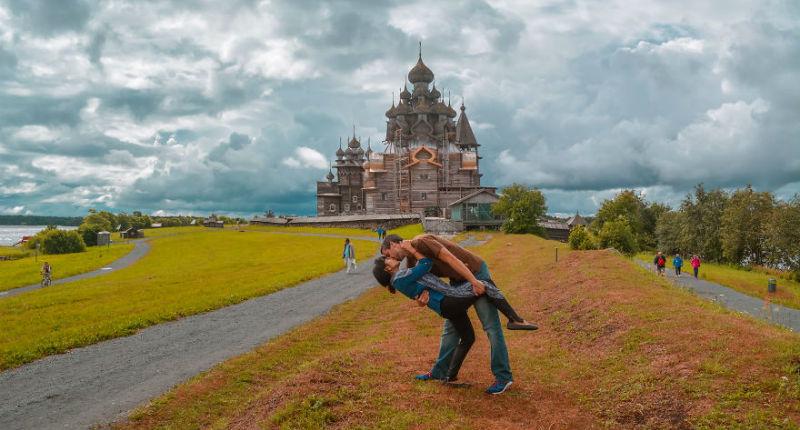 Глубокий поцелуй в путешествиях: история отношений на расстоянии со счастливым концом