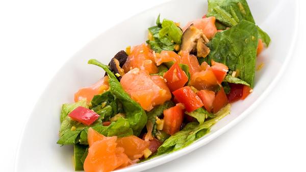 Салат с красной рыбой: рецеп…