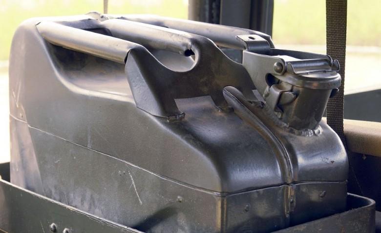 Сколько литров бензина можно перевозить в автомобиле вне топливного бака?