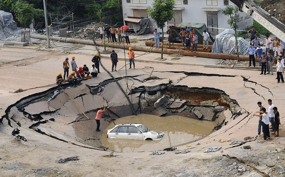 7 сентября 2008 года в городе Гуанчжоу в провинции Гуандун образовался большой провал на дороге (15 метров в диаметре и 5 метров в глубину)