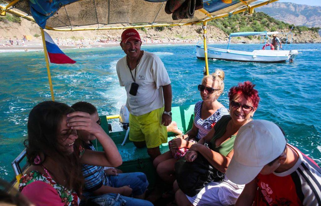 Жители Крыма представили свой рейтинг лучших и худших туристов