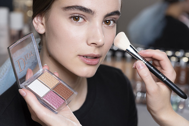 Круто можно выглядеть даже с минимумом мейкапа — советы визажиста для летнего макияжа