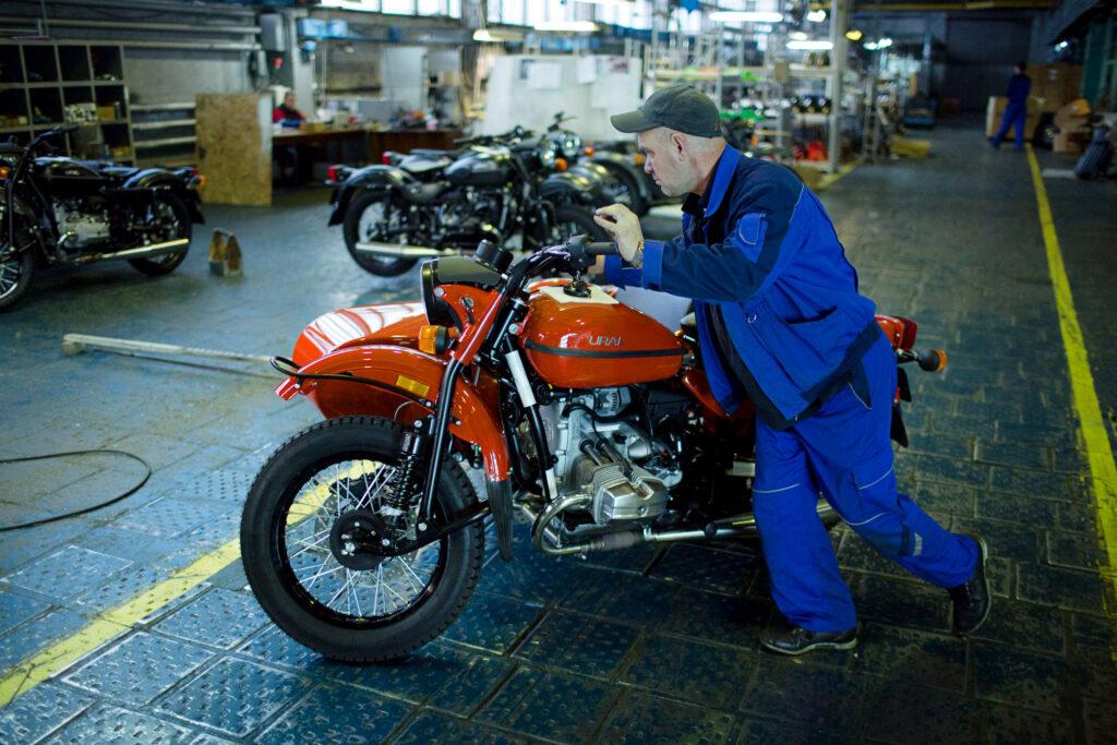Раскрыты детали сборки единственного в мире полноприводного мотоцикла «Урал»