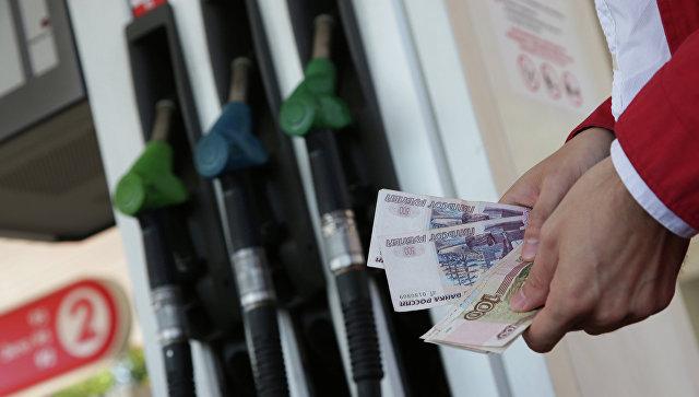Сечин назвал причины роста цен на бензин