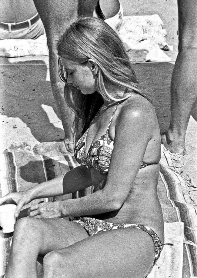 50 лет назад: один день на калифорнийском пляже жизнь в сша, на пляже, пляжные снимки, пляжные фото, старые фотографии, фотограф, фоторепортаж, черно-белая фотография