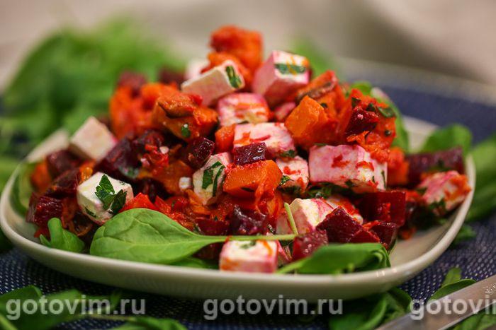 Салат из печеной тыквы со свеклой и брынзой. Фотография рецепта