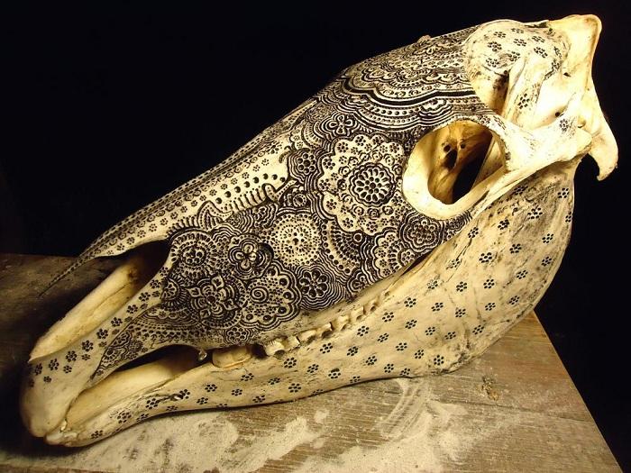 Резьба по кости: зловещие черепа, напоминающие древние тотемы