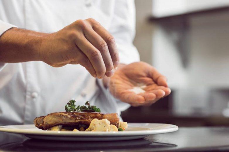 7 ресторанных уловок, на которые попадаются наивные клиенты