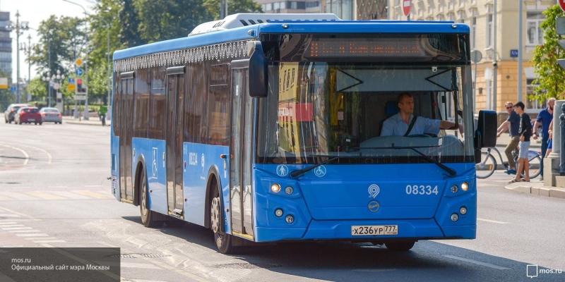 В Новосибирске 81-летнюю бабушку протащило автобусом около 500 метров