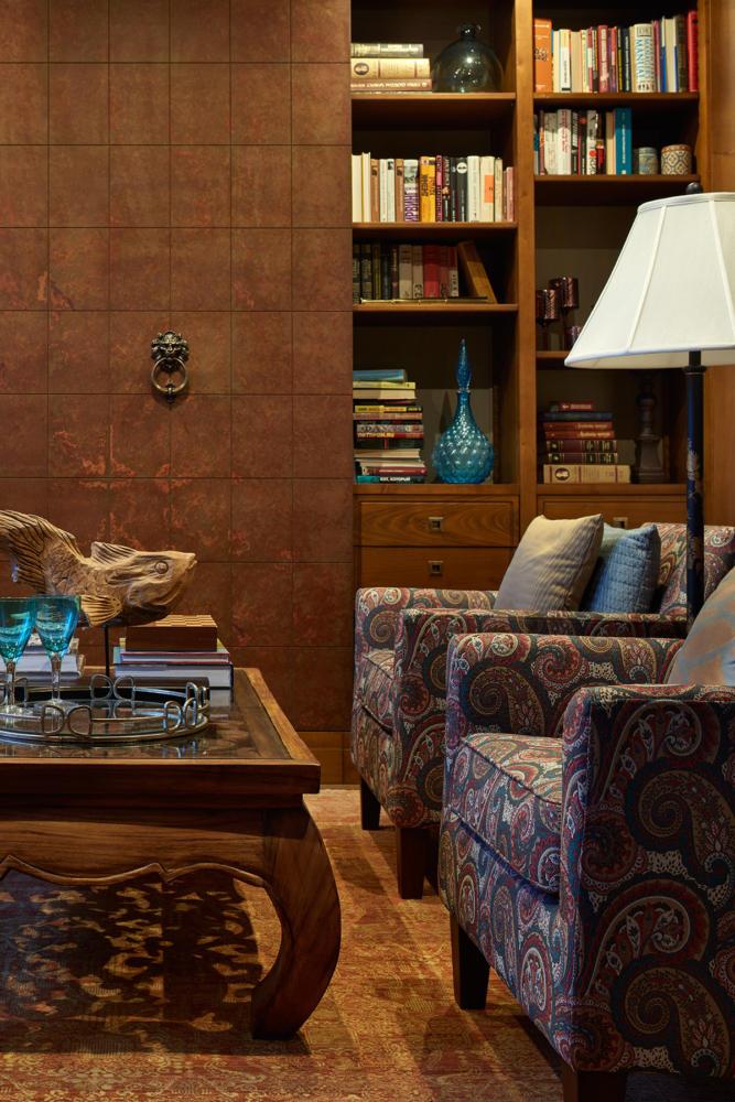 Гостиная в цветах: Бежевый, Бирюзовый, Голубой, Коричневый, Темно-коричневый. Гостиная в стиле: Эклектика.