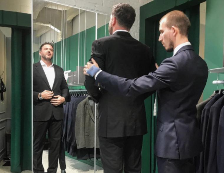 «Готовлюсь к роли первой леди». Муж Собчак показал костюм для президентских выборов.