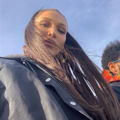 Замерзшие в любви: Белла Хадид и The Weeknd на утренней прогулке в Нью-Йорке звездные пары