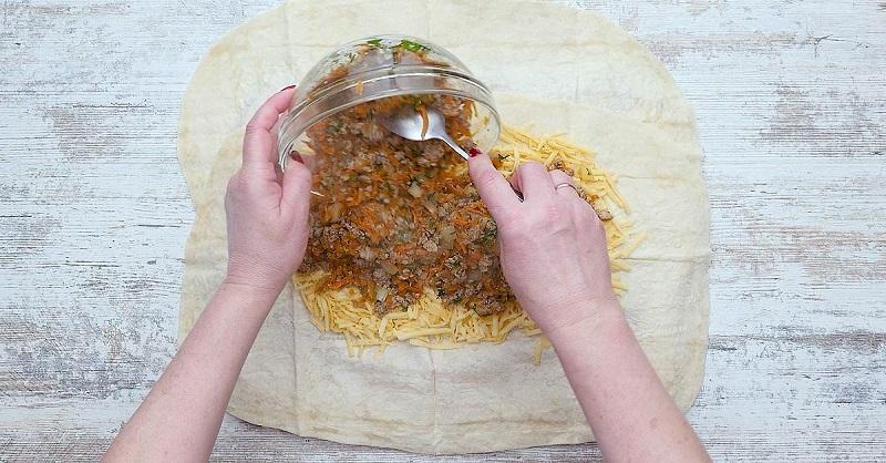 Рулет из лаваша в духовке: простое и вкусное блюдо для тех, кто не любит стоять у плиты