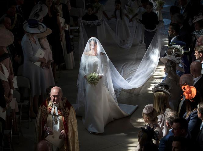 Почему свадебное платье Меган Маркл было таким скромным (на самом деле)