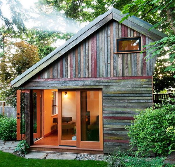 Небольшой домик на заднем дворе для единения со своими мыслями
