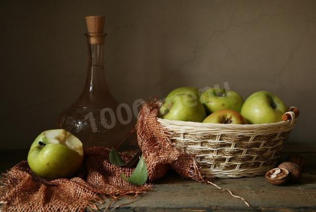 Спиртные напитки. Яблочное вино с изюмом