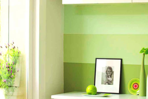 Зеленые полосы на стенах