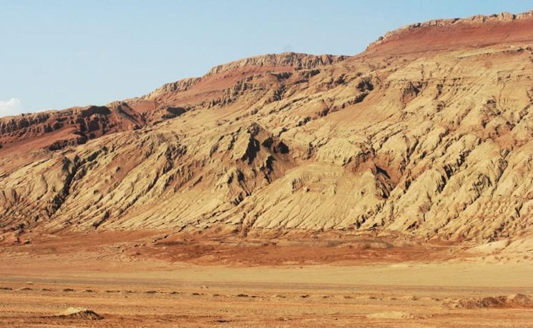 Флемин МаунтинКитайВеличественная гора из красного песчаника по праву считается самым горячим местом во всем Китае. Спутник NASA, оборудованный метеорологической системой MODIS, зафиксировал рекордную температуру в 66 градусов по Цельсию.