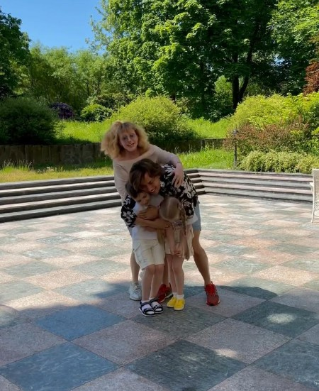 Дети Максима Галкина и Аллы Пугачевой трогательно поздравили отца с днем рождения Дети,Дети знаменитостей