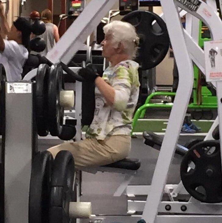 На пенсии времени много в мире, вещи, забавно, люди, прикол, спортзал, юмор