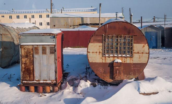 Некоторые люди на Севере живут в железных бочках: смотрим дома изнутри Культура