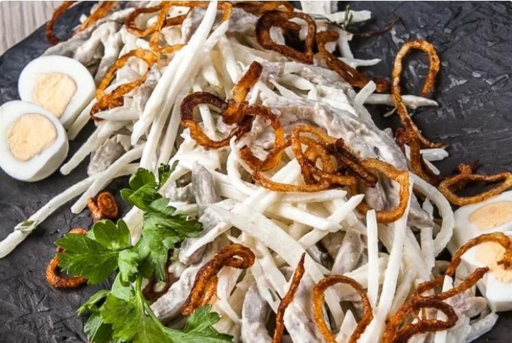 Вкуснейший советский салат, о котором мало кто помнит, а зря