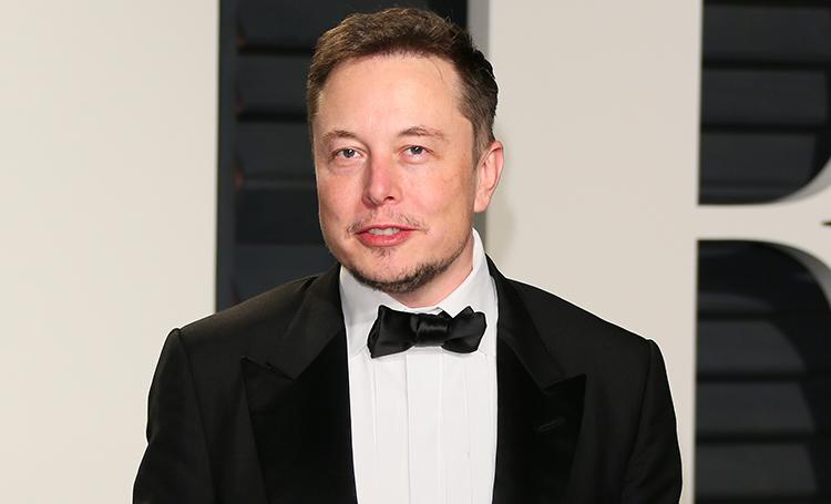 """Без поломок, но с риском застрять в тоннеле: Илон Маск провел тест-драйв своего """"космического"""" пикапа"""