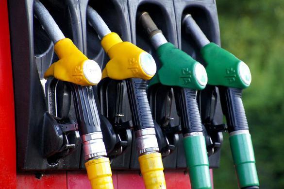 Цены на бензин в Москве катятся вниз
