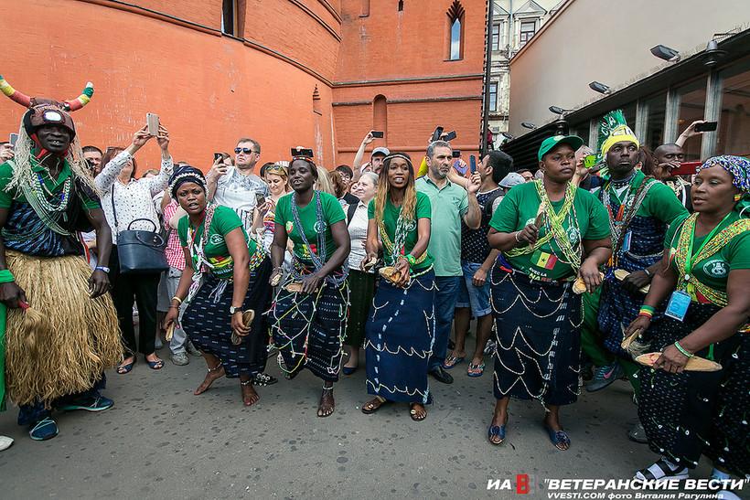 Африканские колдуны на улицах Москвы