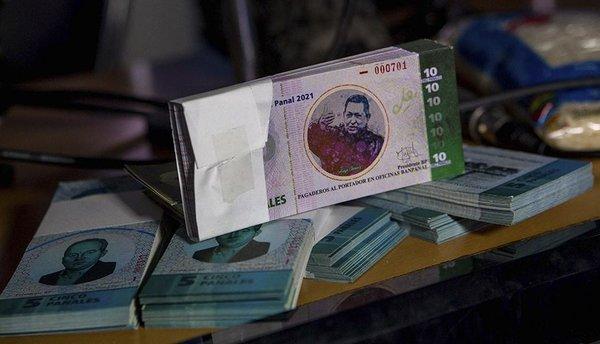 На фоне кризиса среди населения получила популярность самодельная валюта – венесуэльский паналь