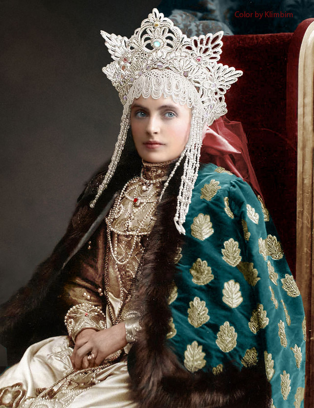Гости костюмированного бала Романовых в раскрашенных фотографиях 1903 года