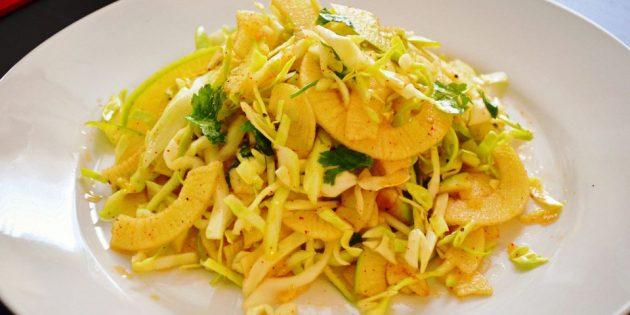 Салаты из свежей капусты: Салат с капустой, яблоками и майонезной заправкой
