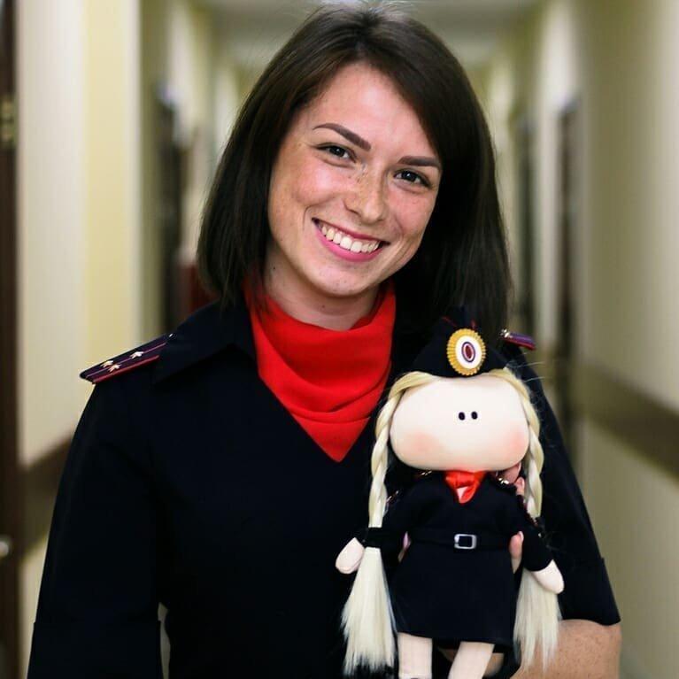 Самый симпатичный старший лейтенант внутренней службы девушки, девушки в форме, когда идёт форму, пост о девушках, униформа, форма