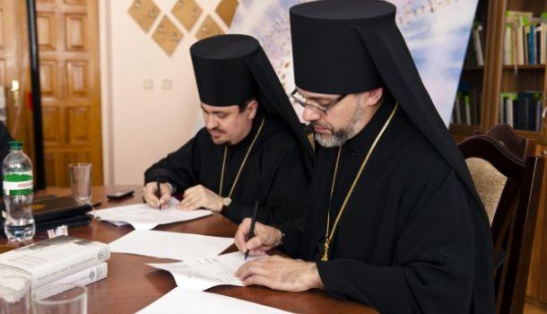 Веселая «церковь»: экзарх Варфоломея подарил главе «Правого сектора» книги украинских нацистов