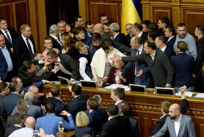 Народный фронт струхнул и, испугавшись роспуска Верховной Рады, вышел из правящей коалиции