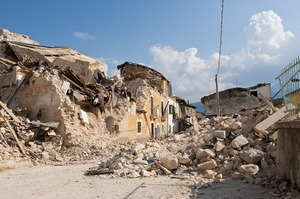 Жертвами землетрясения в Инд…