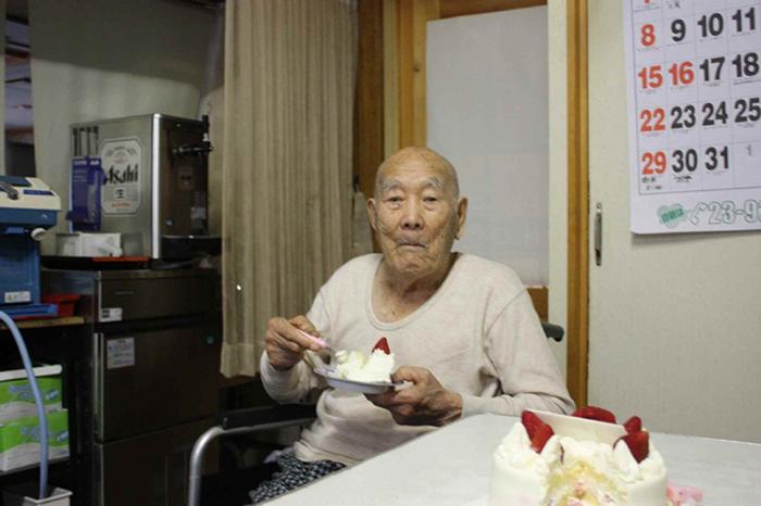 Масадзо Нонака у себя дома.