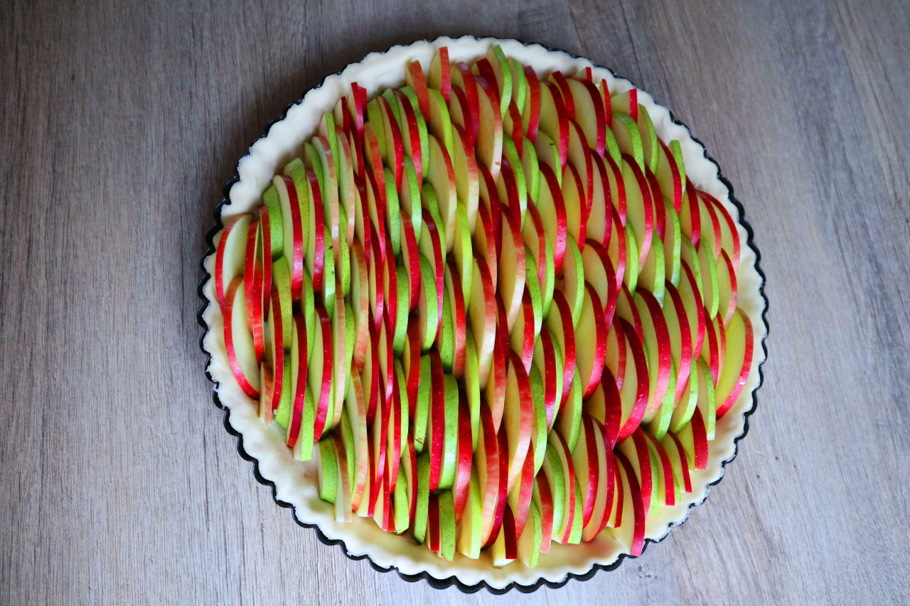 Яблочно-грушевый пирог. Много начинки, а готовится проще некуда!