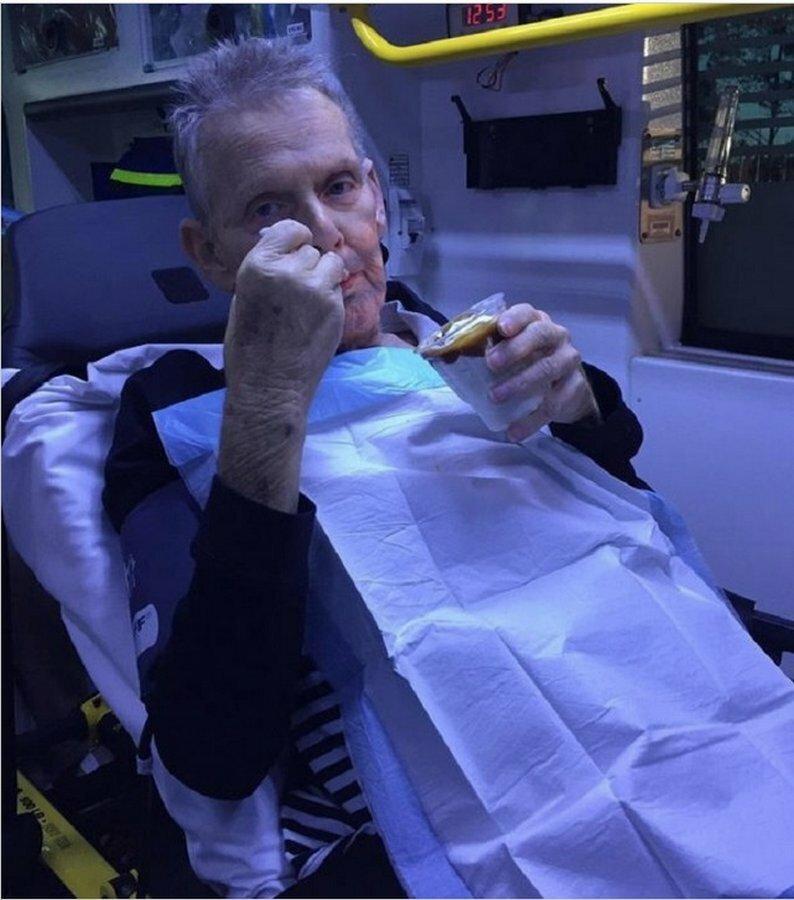 Когда умирающего пациента доставили в реанимацию и спросили голоден ли он, мужчина сказал, что мечтает о мороженом добро, доброта, животные, люди, поступок, спасение, человечность