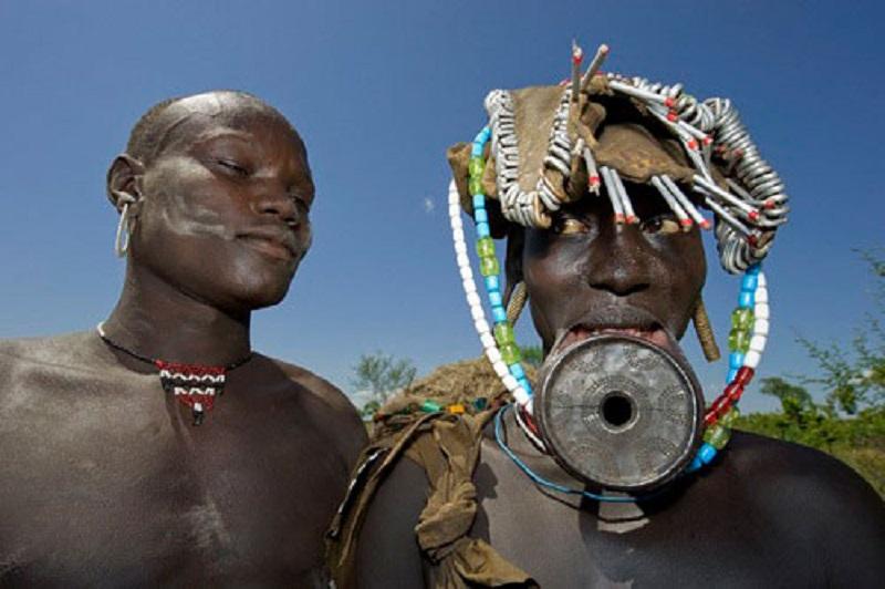 Интимные подробности брачных традиций африканского племени мурси