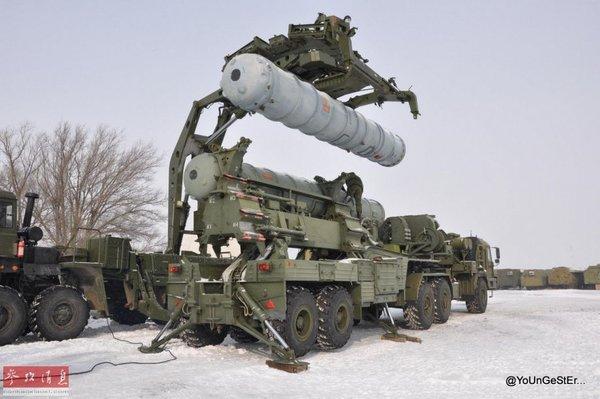 Установка ракетных блоков С-400. Фото: @pic1.dbw.cn/0/01/56/58/1565865_562267.jpg