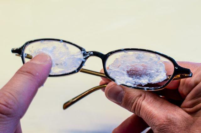 Как удалить царапины с очков…
