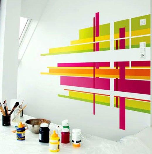 Полосы на части стены