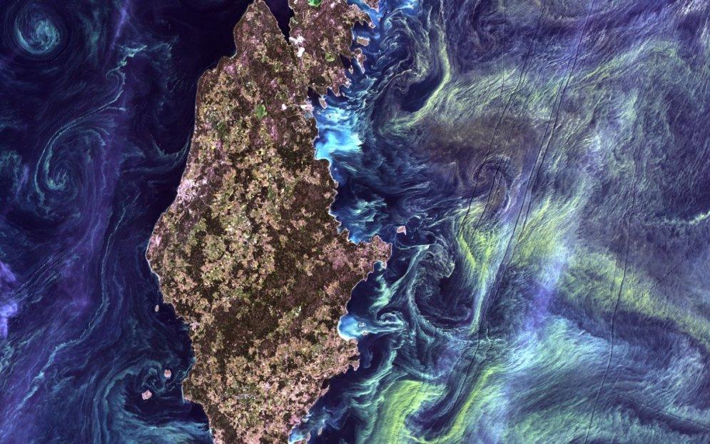 Она живая. И светится! Топ-18 самых красивых ФОТО Земли, сделанных из космоса