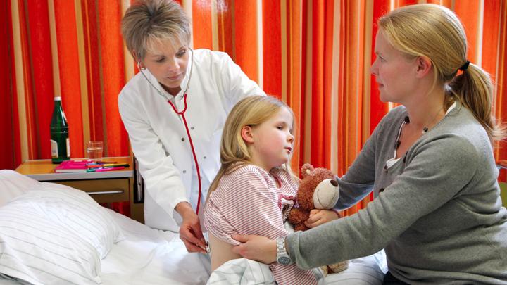 В Москве с пневмонией слёг Юрий Соломин, а по всей России — уже тысячи детей россия