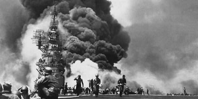 Атаки японских летчиков-камикадзе. Редкое архивное видео