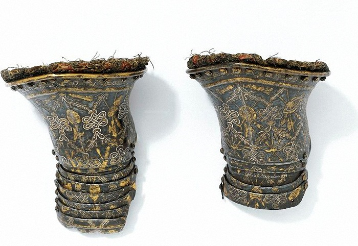 Пара перчаток Испания, Мадрид. 1614 г. Сталь, золото, серебро