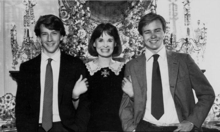 Глория Вандербилт с сыновьями. / Фото: www.themillenniumreport.com