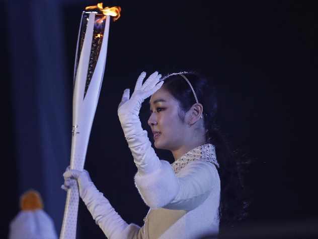 Южнокорейская спортсменка зажгла Олимпийский огонь