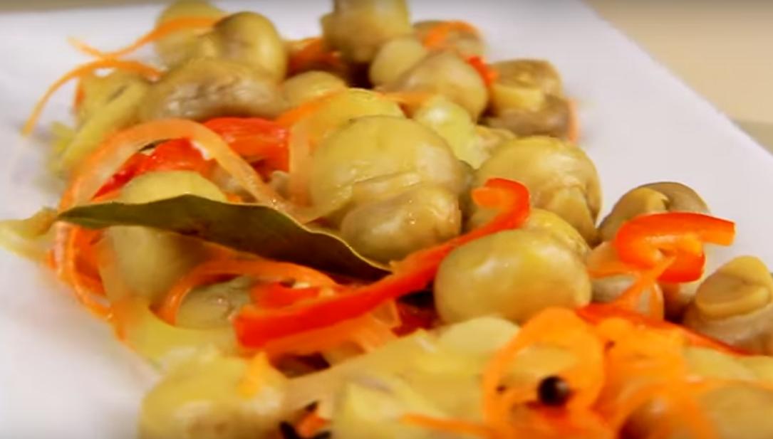 Быстрая закуска к праздничному столу из грибов с овощами